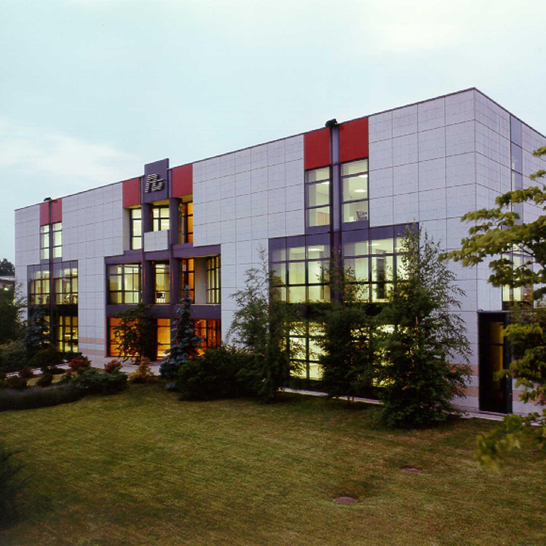 La sede realizzata da Alta Spa nel 1990 a Tradate